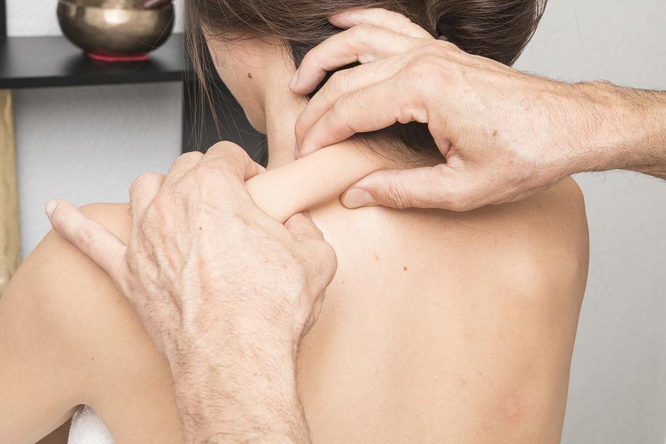 Bindweefselmassage nek en schouders